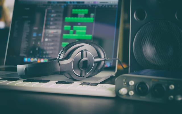 MUSIC/SOUND
